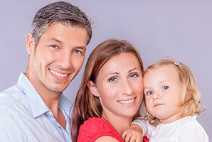 Fairfield dental services parents with a kid smiling
